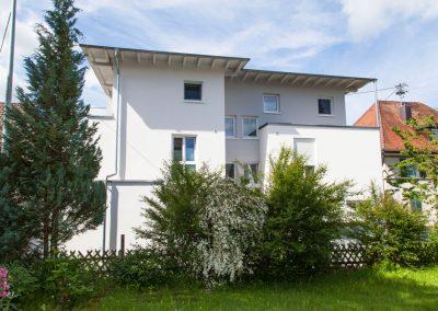Mehrfamilienhaus in der Hindenburgstraße in Spaichingen, Blick von hinten im Gartenbereich. Von Winker Bauträger, Ihrem kompetenten Baubüro in Spaichingen